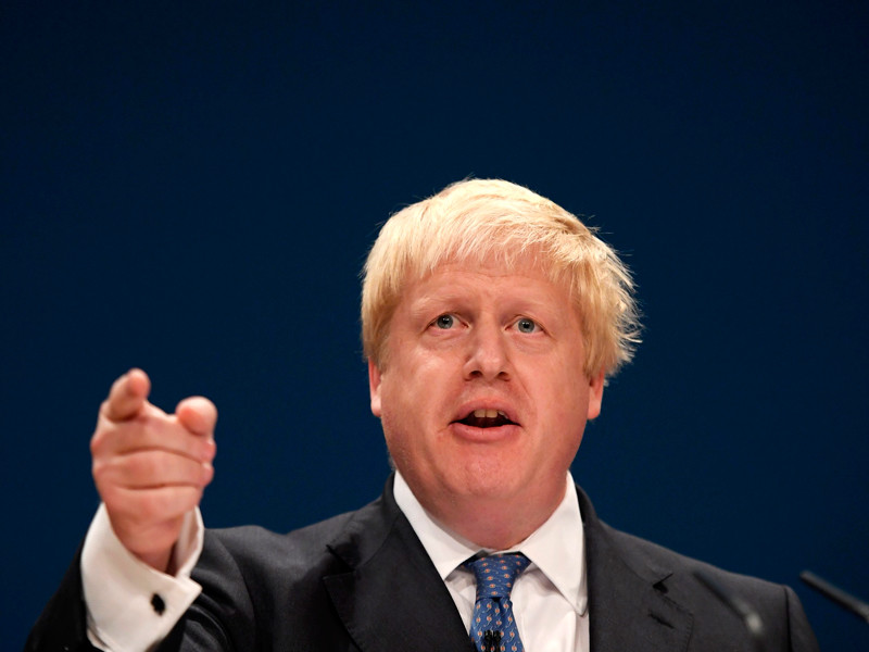 """Россия должна прекратить """"варварские действия"""" в Сирии и, в частности, в городе Алеппо. Об этом заявил глава МИД Великобритании Борис Джонсон"""