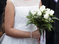 Каждые семь секунд в мире выходит замуж девочка младше 15 лет, показало исследование