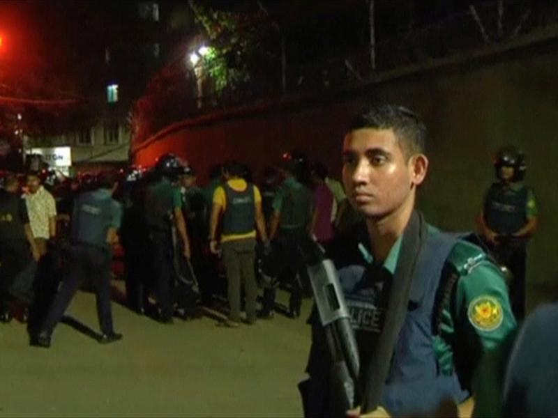 Сотни недовольных мусульман вышли на улицы в городе Насирнагар на востоке Бангладеш