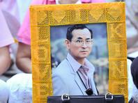 Пумипон Адульядет правил Таиландом с 9 июня 1946 года. В этом году он отпраздновал 70-летний юбилей пребывания на троне