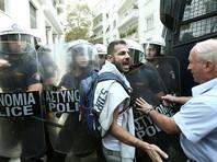 На севере Греции в лагере беженцев под Ореокастро в пригороде Салоников в ночь на понедельник, 17 октября, произошло столкновение полиции с мигрантами, устроившими беспорядки после того, как машина сбила 35-летнюю сирийку