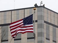 В Киеве студентки топлес устроили антикоррупционный перформанс у посольства США