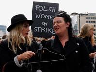 """В Польше женщины устроили """"Черный понедельник"""", выступив против запрета абортов"""