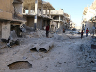 Тем временем сирийская армия после продолжившихся в воскресенье обстрелов и бомбежек призвала боевиков покинуть восточные районы Алеппо под гарантии безопасного прохода