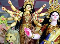 К вечеру воскресенья акции протеста переросли в нападения на индуистские храмы и дома