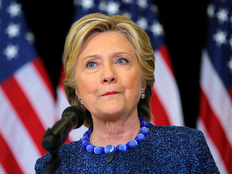 При этом Клинтон вновь со ссылкой на данные американских спецслужб обвинила Россию в кибератаках на США