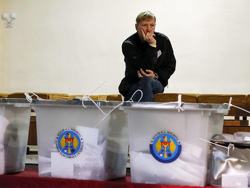 Второй тур президентских выборов состоится в Молдавии. В нем примут участие лидер выступающей за восстановление стратегического партнерства с Россией Партии социалистов Республики Молдова Игорь Додон и глава правой Партии действия и солидарности Майя Санду, поддерживающая курс властей на интеграцию с ЕС
