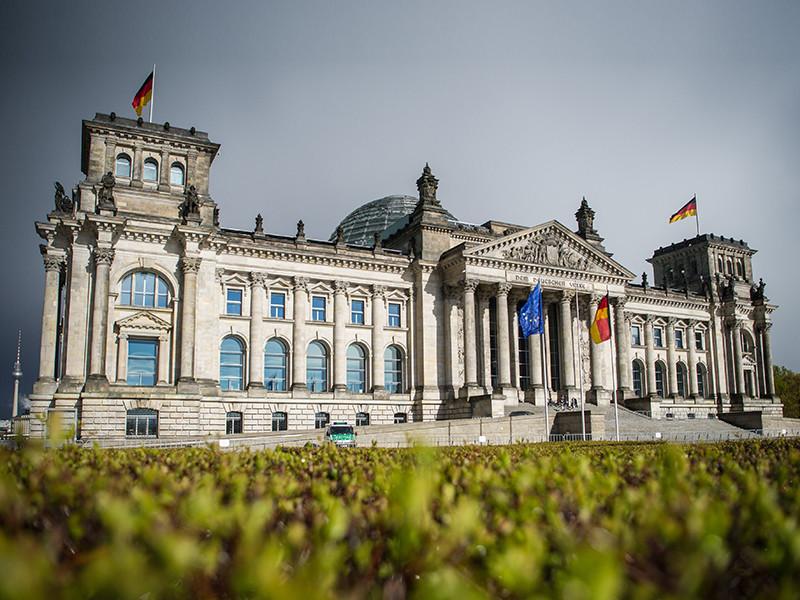 В преддверии предстоящей избирательной кампании на выборах в немецких бундестаг, Федеральное ведомство по охране конституции Германии выразило обеспокоенность возможным вмешательством России во внутренний политический процесс в ФРГ