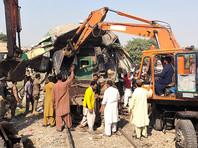 18 человек погибли и более 40 были ранены при столкновении поездов в Пакистане (ВИДЕО)
