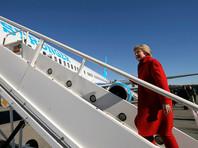 У Клинтон запланированы остановки в Мичигане, Северной Каролине и Пенсильвании, а вечером - митинг Филадельфии, в котором примут участие ее муж, экс-президент Билл Клинтон, а также президент Барак Обама и первая леди Мишель Обама