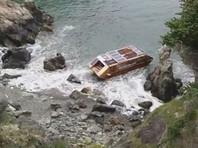 Плавучий дом экоавантюриста из Канады прибило к берегам Ирландии (ФОТО)