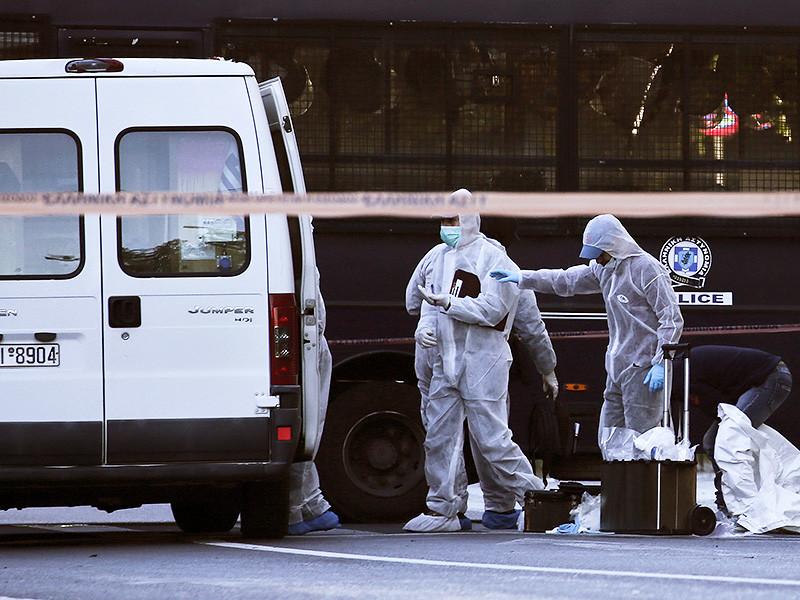 Двое неизвестных бросили гранату в здание посольства Франции в Афинах. Как сообщает французская газета Le Monde, ЧП произошло рано утром в четверг, 10 ноября. В результате инцидента один человек пострадал