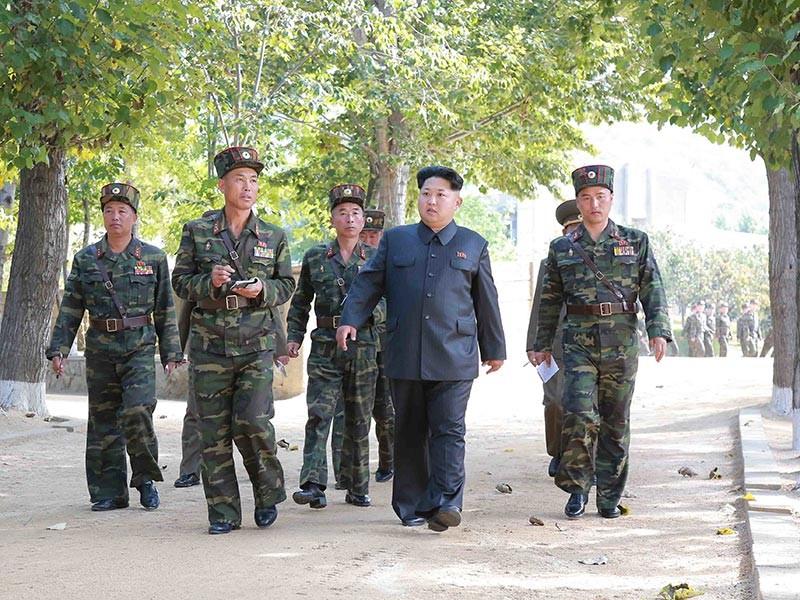 Лидер КНДР Ким Чен Ын 4 ноября руководил тренировками батальона сил специального назначения в расположении воинской части номер 525 Корейской народной армии (КНА)