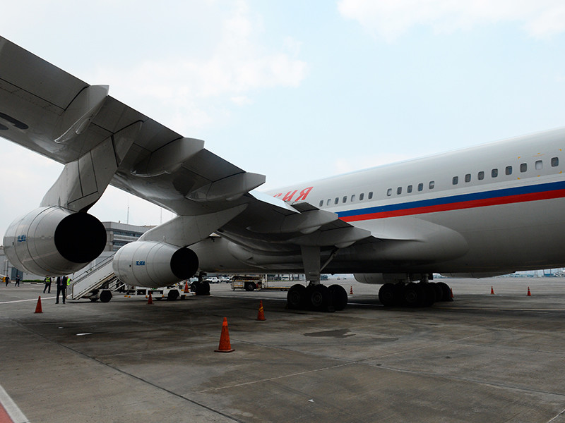 Самолет с журналистами кремлевского пула сломался по пути в Лиму