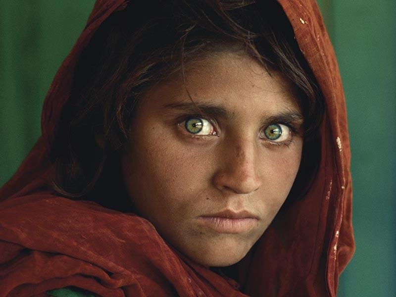 Суд в Пакистане отказался удовлетворить заявление о выпуске под залог гражданки Афганистана Шарбат Гулы, которая, будучи ребенком, стала широко известна, благодаря фотопортрету работы Стива МакКарри, сделанному в период Афганской войны