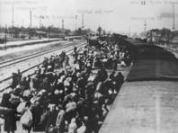 """Подсудимого прозвали """"бухгалтером"""", поскольку он проверял багаж прибывающих в Освенцим евреев, вел учет денег, конфискованных у заключенных, и отправлял деньги в Берлин"""