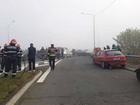 На трассе в Румынии столкнулись три десятка машин