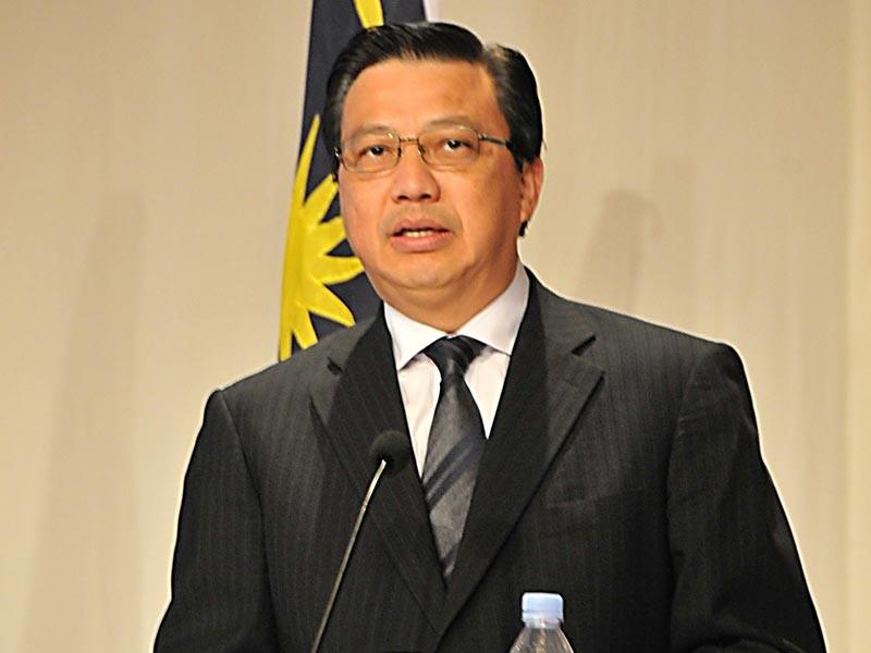 Министр транспорта Малайзии Лиоу Тионг Лай на заседании парламента страны накануне, 15 ноября, сообщил, что следствию удалось установить имена 100 человек, которые виновны в гибели пассажирского лайнера, сбитого над Донбассом в 2014 году