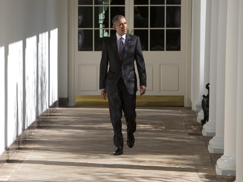 Президент США Барак Обама ранним утром в среду, 9 ноября, поздравил по телефону республиканца Дональда Трампа с победой на выборах президента Соединенных Штатов. Действующий американский лидер пригласил своего преемника посетить в четверг Белый дом, чтобы обсудить передачу власти