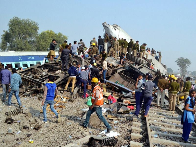 Количество погибших при сходе вагонов с рельсов пассажирского поезда в индийском штате Уттар-Прадеш достигло 143