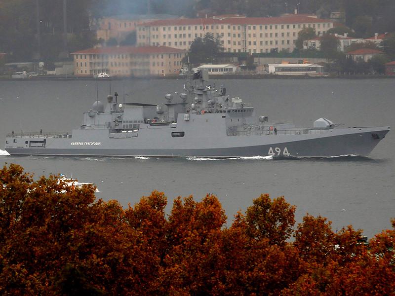 """Вооруженный ракетами """"Калибр"""" новейший фрегат Черноморского флота """"Адмирал Григорович"""", отправившийся накануне из Севастополя, вошел в пятницу, 4 ноября, в акваторию Средиземного моря"""