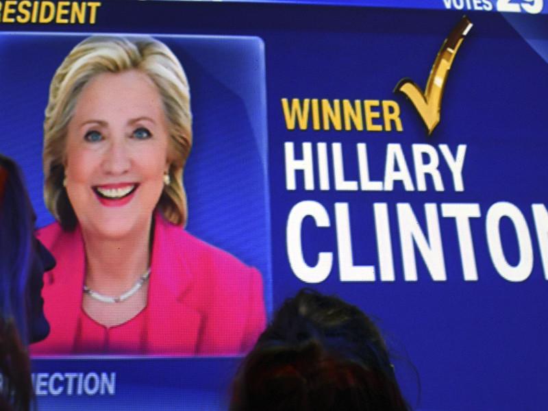 Американский еженедельник Newsweek по ошибке пустил в продажу очередной номер, посвященный победе Хиллари Клинтон на выборах президентских выборах, несмотря на то, что она уступила в гонке своему конкуренты - миллиардеру Дональду Трампу