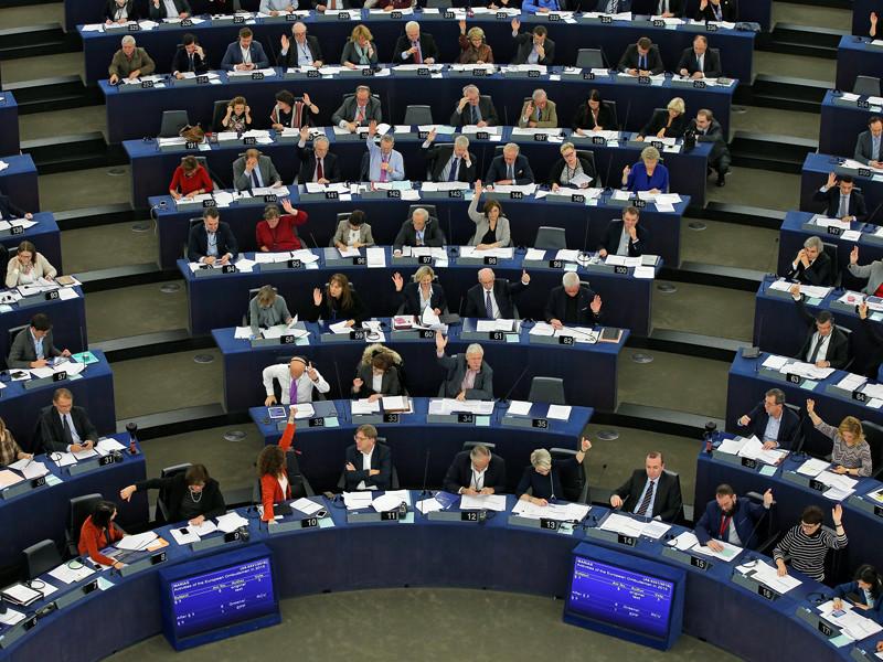 Европейский парламент на пленарной сессии в Страсбурге, посвященной соблюдению прав человека, принял резолюцию об оппозиционном активисте Ильдаре Дадине, потребовав его немедленного освобождения и независимого расследования его заявлений о пытках в сегежской колонии