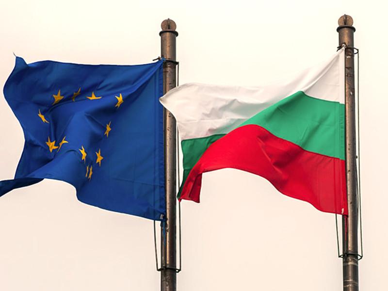 После победы в Болгарии дружественного Кремлю президента Румена Радева экономическая зависимость страны от России, контролирующей важнейшие сектора - энергетику, банки и недвижимость, - может еще больше усилиться