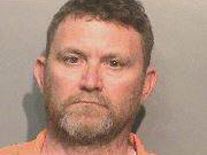 В США полиция штата Айова арестовала подозреваемого в убийстве двух полицейских - 46-летнего Скотта Майкла Грина из города Де-Мойна в округе Даллас, который расстрелял стражей порядка прямо в их патрульных машинах
