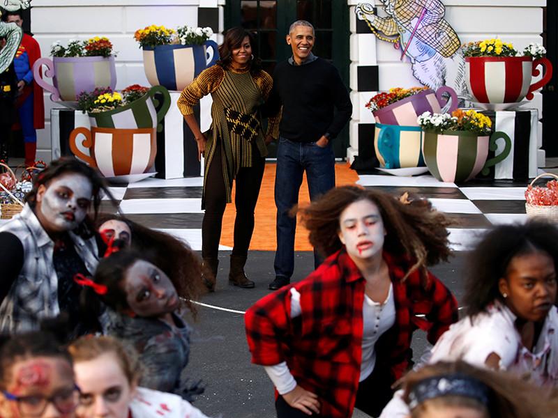 Барак и Мишель Обама станцевали в Белом доме на вечеринке в честь Хэллоуина