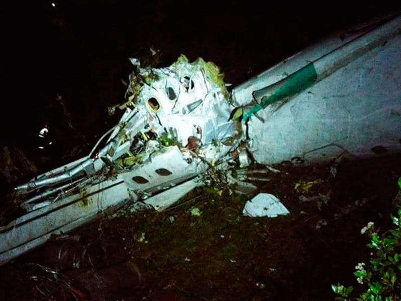 В Колумбии разбился пассажирский самолет, на борту которого находились футболисты из Бразилии