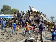 Число погибших при крушении поезда в Индии увеличилось до 143
