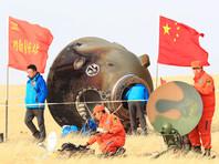 """Спускаемая капсула китайского космического корабля """"Шэньчжоу-11"""" с двумя тайконавтами успешно приземлилась"""