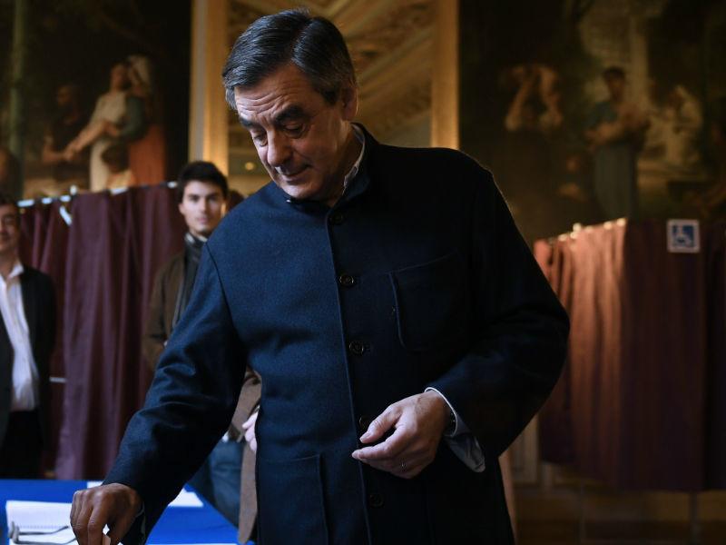 Симпатизирующий России Франсуа Фийон уверенно лидирует во втором туре праймериз правоцентристов во Франции