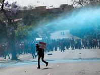 В ЮАР опубликован доклад о коррупционных связях президента Зумы, полиция водометами разгоняет протестующих