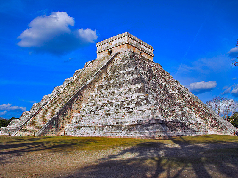 Археологи обнаружили еще одно строение внутри знаменитой пирамиды Кукулькана в древнем городе майя Чичен-Ица в Мексике. Находка представляет собой пирамиду меньшего размера - всего 10 метров, которая была построена приблизительно между 500-800 годами нашей эры