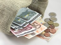"Ливийский бизнесмен рассказал, как передал ""три чемодана денег"" Николя Саркози от Муаммара Каддафи"