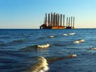 В Каспийском море десятки судов ищут пропавших при обрушении эстакады нефтяников