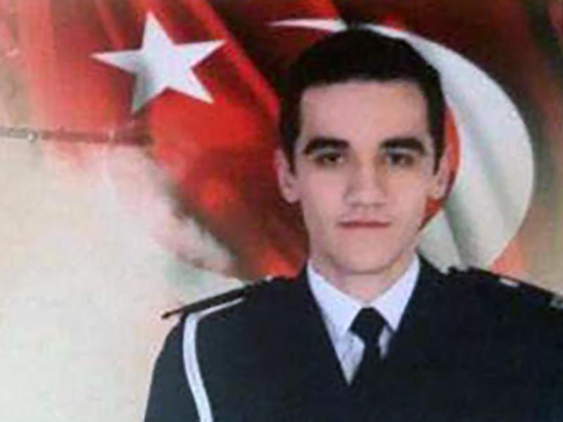 22-летний Мевлют Мерт Алтынташ с 15 июля восемь раз нес службу на мероприятиях, в которых принимал участие турецкий лидер