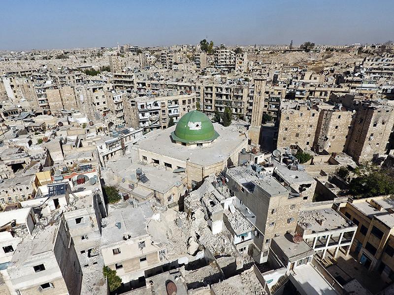 Сирийская армия вступила в историческую часть Восточного Алеппо - Старый город, выбив оттуда повстанцев, передает Reuters со ссылкой на военный источник. Остатки боевиков ушли в южные районы города по специально выделенному коридору