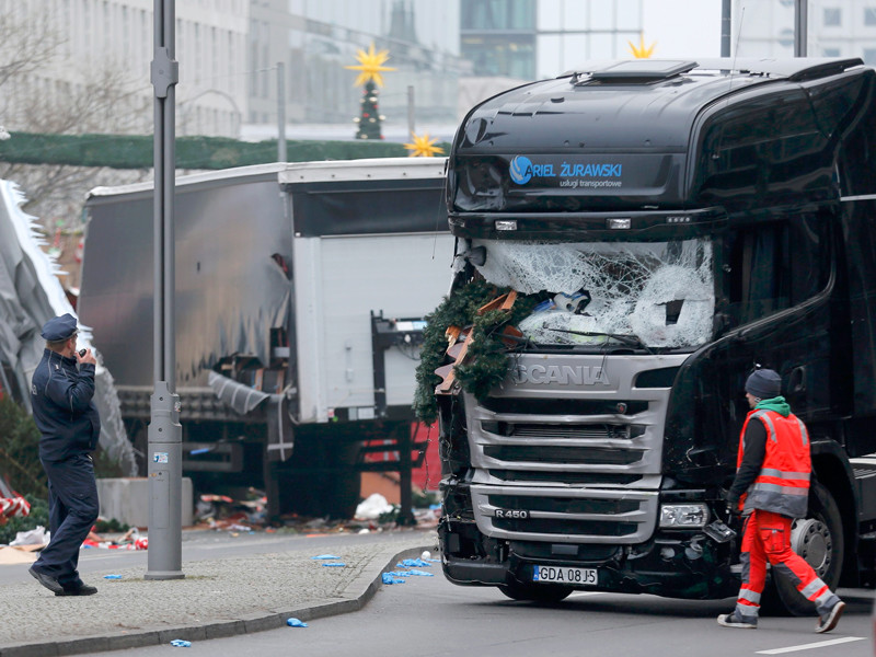 Немецкая полиция задержала не того человека после атаки на рождественскую ярмарку в Берлине - настоящий террорист на свободе