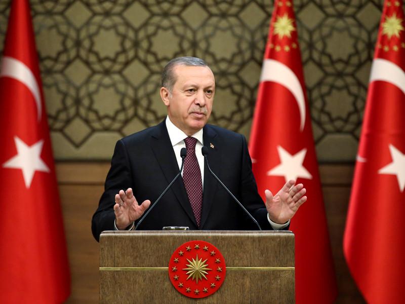 Турецкий президент Реджеп Тайип Эрдоган после беседы с президентом РФ Владимиром Путиным уточнил свое заявление по поводу свержения президента Сирии Башара Асада как главной цели военной операции в Сирии
