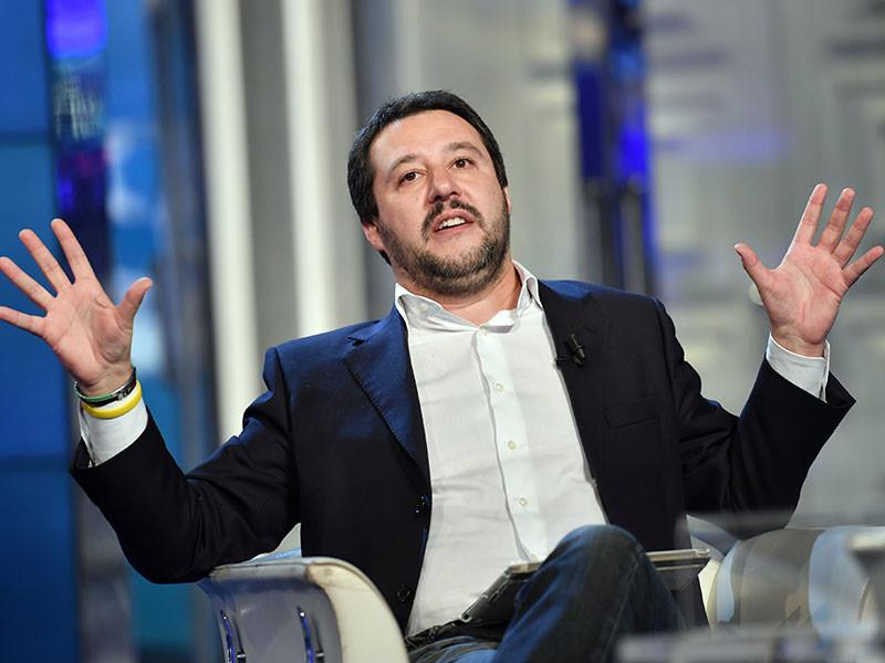 """Если жители Италии на предстоящем референдуме по конституционной реформе, проголосуют против правительственного законопроекта, это станет """"звонкой пощечиной"""" всей Европе. Об этом заявил лидер политической партии Лига Севера Маттео Сальвини"""