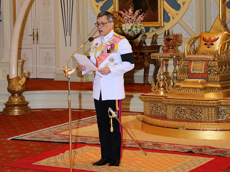 Кронпринц Маха Вачиралонгкорн в рамках специальной торжественной церемонии принял предложение стать королем Таиланда