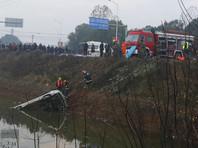 Инцидент произошел в пятницу утром, 2 декабря. В момент аварии в автобусе находилось 20 человек. В результате происшествия 18 из них погибли, еще двое были госпитализированы
