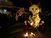 Во время традиционной религиозно-мистической церемонии изгнания дьявола в Гватемале сожгли чучела избранного президента США Дональда Трампа