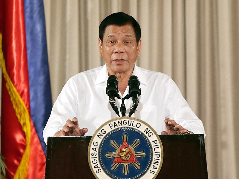 Президент Филиппин Родриго Дутерте заявил, что лично убивал подозреваемых в совершении преступлений, когда занимал пост мэра города Давао, сообщает The Guardian. Как пояснил глава государства, таким образом он показывал полиции, как надо бороться с преступниками