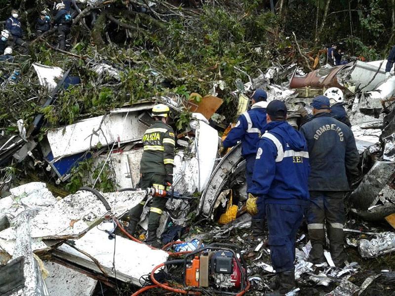 Самолет боливийской авиакомпании LaMia летел в колумбийский город Медельин из города Санта-Крус-де-ла-Сьерра в Боливии и потерпел крушение примерно в 45 км от аэропорта назначения в районе местечка Эль-Гордо неподалеку от муниципии Ла-Унион
