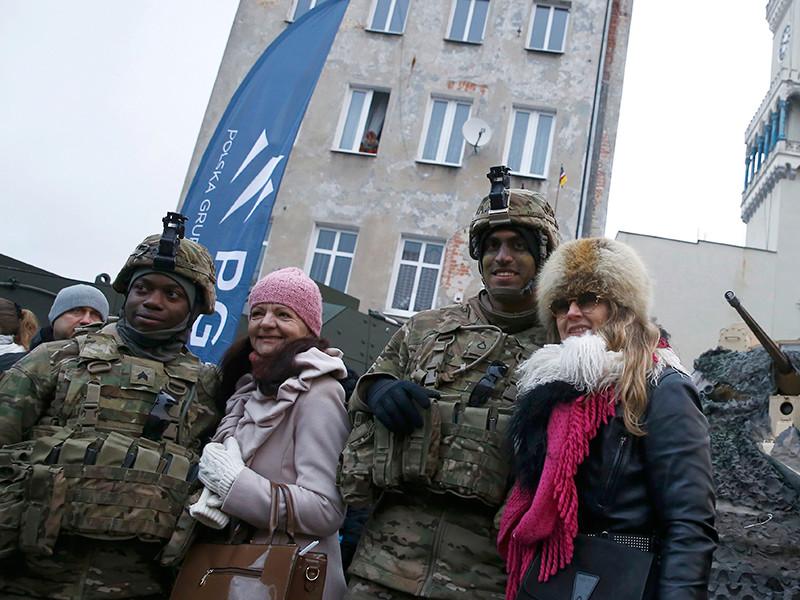 В Польше торжественно приветствовали американские танки, защищающие от российской агрессии