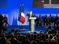 """В минувшее воскресенье, выступая в Париже перед 15-тысячной толпой на предвыборном митинге, Фийон заявил, что скандал вокруг заработка его супруги """"кем-то был искусственно создан"""""""